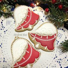"""Christmas bell cookies by Medeni Raj (@medeni_raj_medenjaci) on Instagram: """"•""""Zvončići, zvončići zvone na sav glas..."""" ✨✨ •Praznici nam se uveliko bliže.Pripremate li i…"""""""