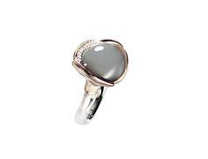 Lotus Ring Art.No. A2652-505 Ring Lotus size 3 - 18 carat white gold rhodinized and un-rhodinized grey moon stone cabochon 13 diam. ttl 0,05ct TW.VS.