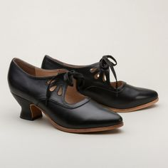Gibson Teardrop 1920s Shoes by American Duchess (Black) (7,155 PHP) ❤ liked on Polyvore featuring shoes, black pointed toe shoes, roaring 20s shoes, 1920s style shoes, black lace up shoes and pointy toe shoes