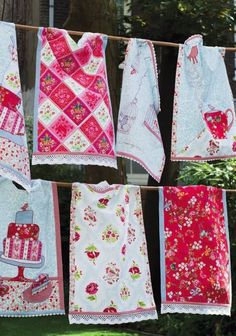 adorable kitchen linens...This would be a great way to use up scraps