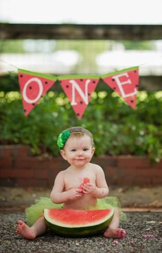 Uma nova opção de ensaio fotográfico para bebê, que não envolve tanto açúcar: Smash the Fruit! Conheça neste post!