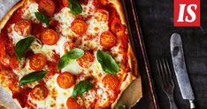 Juuri nyt himoitsemme pizzaa, jossa on ohut pohja ja niukasti täytettä – kuten pizzan syntysijoilla Napolissa. Se onnistuu myös kotikeittiössä.