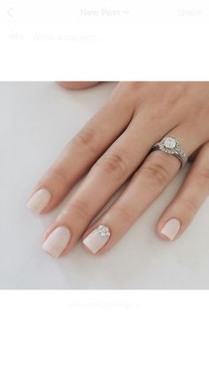 Best Ideas wedding day makeup for bride nude nails Wedding Manicure, Wedding Nails For Bride, Bride Nails, Wedding Nails Design, Simple Wedding Nails, Simple Nails, Bride To Be, Neutral Wedding Nails, Lilac Wedding