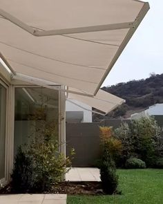 #toldo #retráctil #decoración #sombra #tela #sol  #premium #cobertizo #comodidad #quitasol #europeo Exterior, Outdoor Decor, Home Decor, Sun, Retractable Awning, Shed, Shades, Home, Homemade Home Decor
