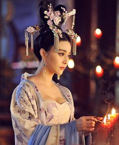 Tang Dynasty Palace Beauty Wu Zetian Hair Accessories and Earrings