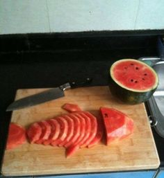 How to cut the watermelon  -Repinned by Totetude.com