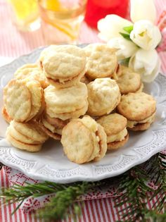 Good, airy biscuits also known as Parisians. Baking Recipes, Cookie Recipes, Snack Recipes, Dessert Recipes, Snacks, Good Food, Yummy Food, Tasty, Cookie Cake Pie