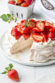Strawberry & Mascarpone Pavlova Recipe ~ the outside is crisp and sweet with a soft marshmallow-like center. Traditionally served with whipped cream and fresh fruit, the Pavlova is a popular dessert in Australia and New Zealand. Strawberry Cream Cheese Pie, Strawberries And Cream, Easy Desserts, Delicious Desserts, Mascarpone Cake, Dessert Crepes, Strawberry Recipes, Strawberry Pavlova, Biscotti