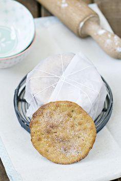 Receta paso a paso de las tortas de aceite, anís y sésamo, tipo inés rosales, con fotografías y consejos de elaboración y horneado.