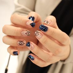 Love the accent nails