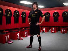 Stud #9ineSports @Puyol Barcelona Spain, Leo, Soccer, Tops, Messi, Fashion, Athlete, Moda, Futbol