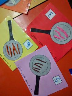Hice estos sartenes con cartulina de color y los plastifiqué. Le dije a cada niño que escribiera un número determinado en el c...