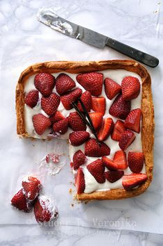 Strawberry tart   looks like just pastry, yoghurt and berries