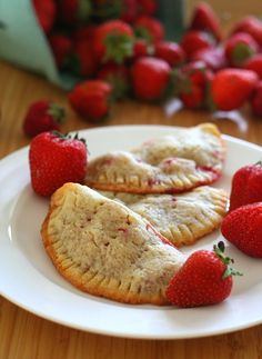 Low Carb Strawberry Hand Pies - Fresh strawberries in a tender almond flour pastry crust. Total NET CARBS = g. each serving Low Carb Deserts, Low Carb Sweets, Gluten Free Sweets, Gluten Free Baking, Gluten Free Recipes, Low Carb Recipes, Pie Recipes, Healthy Recipes, Ketogenic Recipes