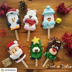 Christmas Cake Pops, Christmas Desserts, Christmas Crafts, Donut Decorations, Christmas Decorations, Paletas Chocolate, Magnum Paleta, Yummy Ice Cream, Marshmallow Treats