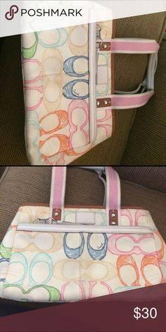 GUC colorful coach purse Beautiful handbag. Just don't use it anymore and need to clean out my closet. Authentic!!! Awesome price. Just could use some cleaning Coach Bags Shoulder Bags