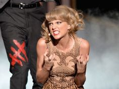 Taylor Swift American Music Awards - The 10 Most Insane Faces Taylor Swift Made During Her American Music Awards Performance - CAN'T stop laughing Taylor Swift Meme, Long Live Taylor Swift, Taylor Alison Swift, Taylor Swift Tattoo, Wtf Face, American Music Awards, Reaction Pictures, Taylors, Role Models