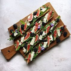 Ficelle with Brie, Figs and blackberries