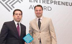 Ελληνικά Βραβεία Επιχειρηματικότητας 2014 - OPEN CIRCLE - Από αριστερά o Υφυπουργός Ανάπτυξης, κ. Νότης Μηταράκης, και ο κ. Σωκράτης Πλούσσας, στην Τελετή Βράβευσης 2014.