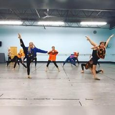 Ballet Dance Videos, Dance Tips, Dance Choreography Videos, Dance Poses, Contemporary Dance Videos, Modern Dance, Dance Motivation, Flexibility Dance, Dance Stretches