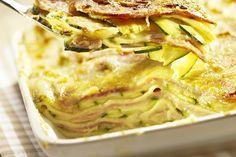lasaña super facil con zucchinis, espinaca, lonjas de jamon, sacando el queso y con pan rallado sustituible por salvado de avena arriba