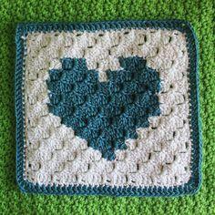 How to Crochet a Bear - Crochet Ideas Crochet Heart Blanket, Crochet Blocks, Crochet Squares, Crochet Granny, Granny Squares, Crochet Motif, Crochet Stitches, Crochet Patterns, Crochet Blankets