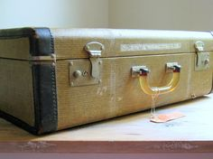 Vintage Tweed Suitcase - http://oleantravel.com/vintage-tweed-suitcase