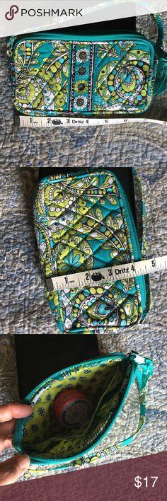 VB peacock pattern wristlet Excellent condition Vera Bradley Bags Clutches & Wristlets