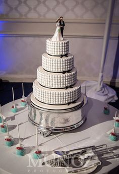 White-MM-wedding-cake-and-pops.jpg (442×647)