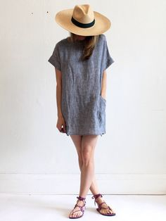 This is what I want to wear during summer. Big oversized hat and loose comfy dress. Can't forget about strappy sandals