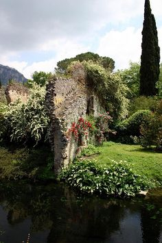 Giardino di Ninfa, Cisterna di Latina, Lazio, Italy