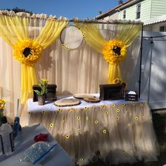 Fiesta Theme Party Discover Oversized paper sunflower backdrop for rustic weddings bridal or baby showers sunflower themed parties and birthday parties - 9 flowers Sunflower Birthday Parties, Sunflower Party, Sunflower Baby Showers, Yellow Sunflower, Sunflower Wedding Decorations, Bridal Shower Decorations, Yellow Party Decorations, Paper Sunflowers, Giant Paper Flowers