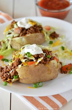 Taco Potatoes are loaded with seasoned ground beef, cheese, lettuce, sour cream and salsa all over a baked potato. These are so delicious and are everything you love about a taco and a comforting baked potato! Potato Dishes, Beef Dishes, Potato Recipes, Food Dishes, Beef Recipes, Cooking Recipes, Healthy Recipes, Main Dishes, Recipies