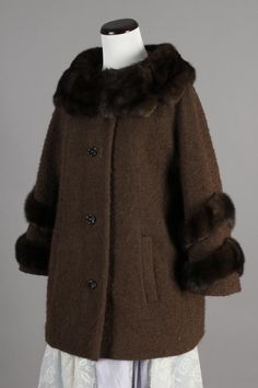 M/L 50s-60s Vintage Lilli Ann Brown Wool Coat w/ Mink Fur Collar & Cuffs. Such a cool vintage piece! $125 via eBay