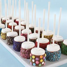 Dazzling Sprinkled Marshmallow Pops : These would make great baby shower desserts or favors! :: Wilton Dazzling Sprinkled Marshmallow Pops : These would make great baby shower desserts or favors! Snacks Für Party, Party Treats, Party Food Signs, Party Drinks, Marshmallow Pops, Chocolate Covered Marshmallows, Marshmallow Snowman, Decorated Marshmallows, Decorated Cookies