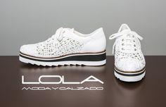 Lujo en tus pies. Tus boogies de verano para combinar con todo. Pincha este enlace para comprar tus boogies en nuestra tienda on line: http://lolamodaycalzado.es/primavera-verano/509-zapato-en-piel-blanco-duradura.html