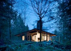 Small House Design on a River in a Harmony with Natural Surroundings | DigsDigs