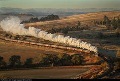 Net Photo: Class No 3472 South African Railways Steam at Fouriesburg, South Africa by David Benn South African Railways, Grey Wallpaper Iphone, Photo Class, Train Journey, Steam Engine, Steam Locomotive, Landscape Photography, Trains, Diesel