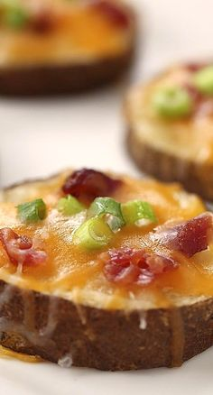 football food Easy potato skins recipe topped with cheddar cheese, crumbled bacon bits and taste great topped with a little sour cream! The perfect appetizer for any party! Snacks Für Party, Appetizers For Party, Appetizer Recipes, Healthy Snacks For Parties, Snacks Kids, Kabob Recipes, Fondue Recipes, Healthy Sweets, Easy Potato Skins Recipe