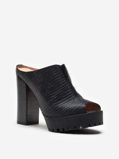 bestow sandal
