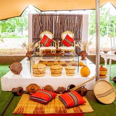 Not to mention wedding decoration. Because wedding decors give important tips to the guests in terms of reflecting the style of the couple to be married. African Wedding Cakes, African Wedding Theme, African Wedding Attire, African Traditional Wedding Dress, Traditional Wedding Decor, African Party Theme, Zulu Wedding, Wedding Centerpieces, Wedding Decorations