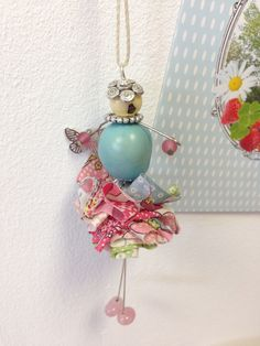 The Dancer, necklace handmade by Saperlicoquette Blue and pink £ 24,90