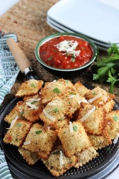 Air Fryer Fried Ravioli Appetizer is the perfect tasty morsel to serve up at your next backyard BBQ or party, sure to please any crowd! Family Fresh Meals, Easy Family Dinners, Family Recipes, Quick Easy Meals, Best Appetizers, Appetizer Recipes, Dinner Recipes, Easy Recipes, Great Recipes