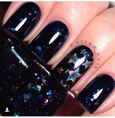 @Hannah Barber on Instagram. #stars #glitter #NavyBlue #Nails