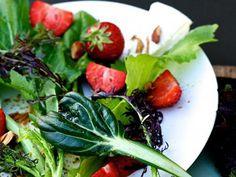 Salat mit Erdbeeren http://www.fuersie.de/kochen/foodblogger/galerie/food-blogger-die-besten-salat-rezepte/page/9#content-top