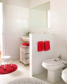 Baño blanco con murete (1) vista desde la ducha