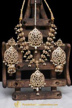 Aadriti Jadau Pearl Necklace Set By Punjabi Traditional Jewellery Bridal Jewelry Vintage, Bridal Jewelry Sets, Wedding Jewelry, Punjabi Traditional Jewellery, Bridal Jewellery Inspiration, Custom Jewelry, Gold Jewelry, Gold Necklaces, Diamond Jewellery