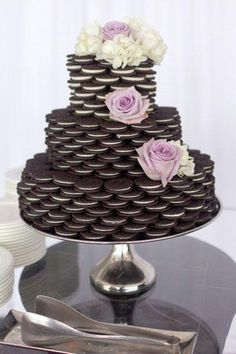 Love Wedding Cakes via brides nontraditional wedding cake oreo cake Wedding Cake Alternatives, Traditional Wedding Cakes, Oreo Cake, Oreo Brownies, Nontraditional Wedding, Unusual Wedding Cakes, Oreos, Dessert Table, Dessert Ideas