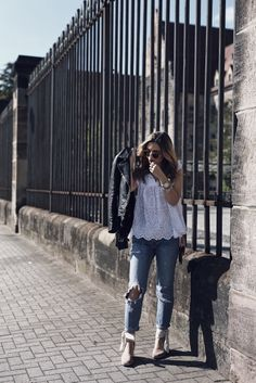 Openwork Blouse and Lace Up Espadrilles - Want Get Repeat Cozy Fall Outfits, Simple Fall Outfits, Pin Up Outfits, Cool Outfits, Espadrilles Outfit, Lace Up Espadrilles, Legging Outfits, Milan Instagram, Pin Up Kleidung