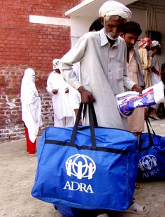 Humanitarian aid for Pakistan affected by floods in 2010 © ADRA